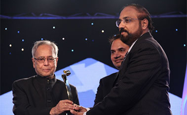 Dr. Murali-Awarded-by-Pranab-Mukherjee