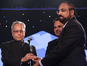 18-India-Business-Leader-Award-to-Dr.Murali